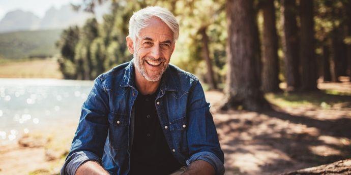 uomo anziano con problemi alla prostata