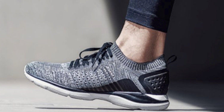 90 PointsUltra-Light Sports Shoes