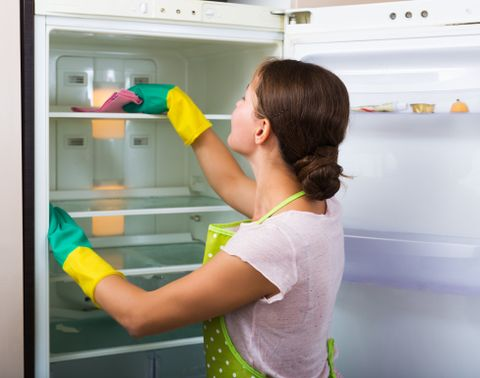 pulire il frigorifero con il bicarbonato di sodio