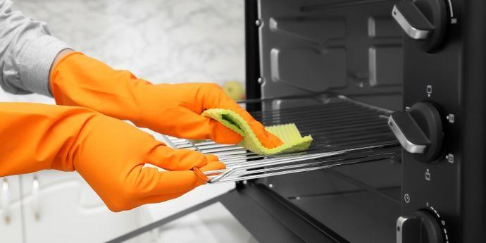 come pulire forno e microonde