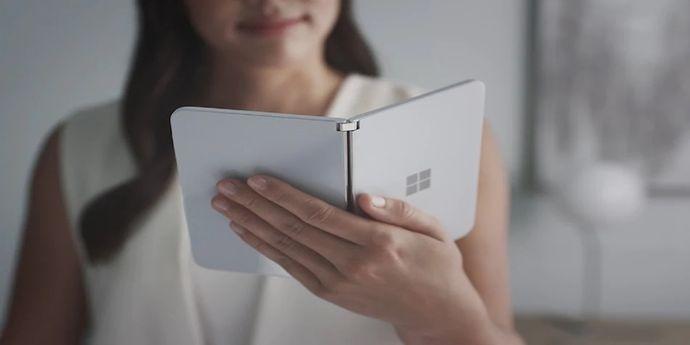 Microsoft Surface Duo copertina